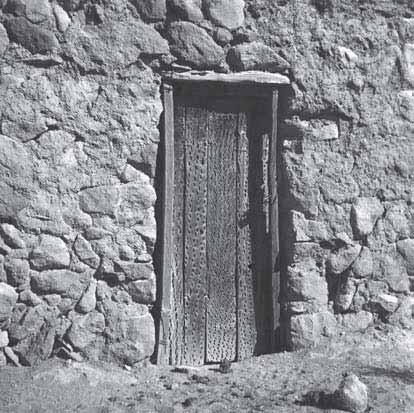 Casa aymara en enquelga for Puertas coloniales antiguas